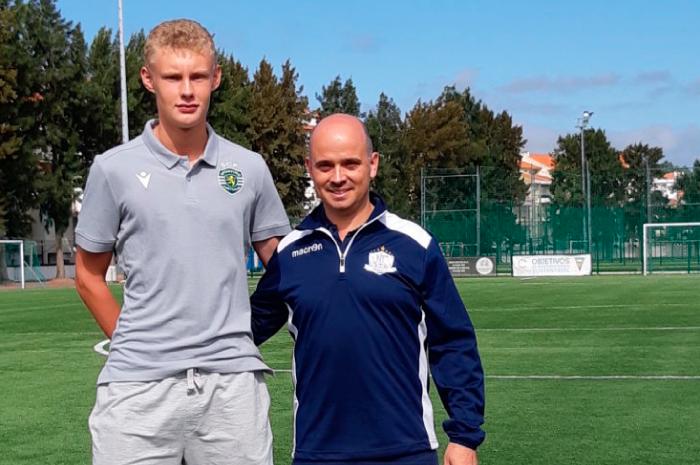 August Frobenius signerte profesjonell kontrakt med Sporting CP denne sommeren. Her med NF Academy akademisjef, Joao Plantier, under NF Elite Training Camp i Portugal.
